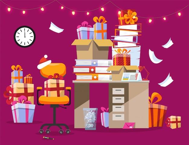 Kerstmisbinnenland met bureau met stapels giften en omslagen met documenten. Premium Vector