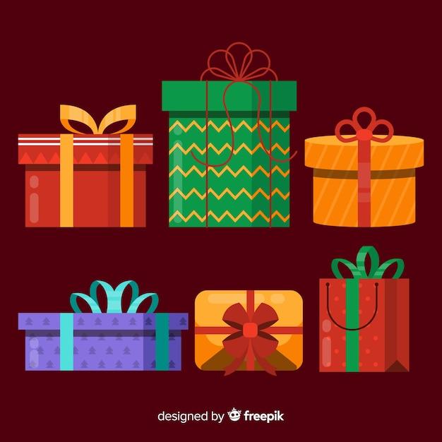 Kerstpakketverzameling in platte uitvoering Gratis Vector