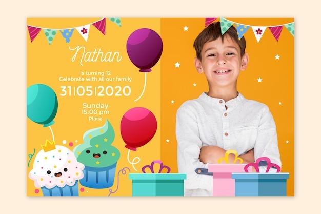 Kinder verjaardagsuitnodiging met foto sjabloon Gratis Vector