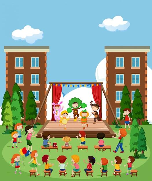 Kinderen die op het podium optreden Gratis Vector