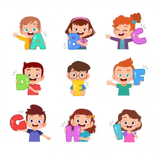 Kinderen houden alfabet set bundel Premium Vector