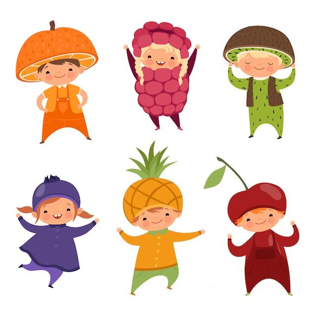Kinderen in fruitkostuums. vectorafbeeldingen van verschillende grappige kleding voor kinderen Premium Vector