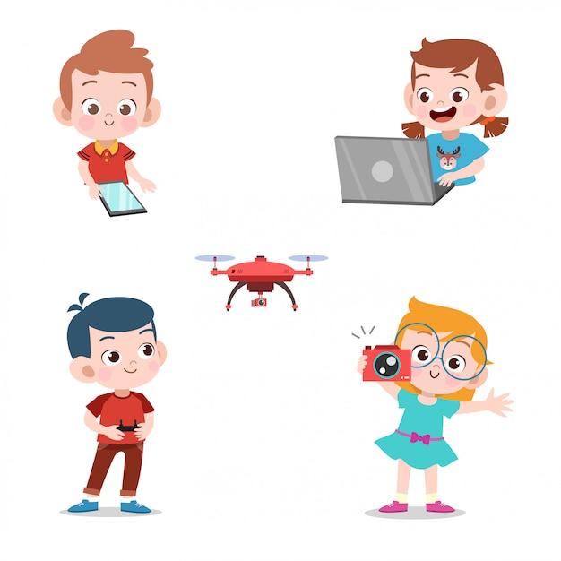 Kinderen met behulp van technologie Premium Vector