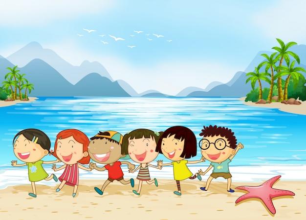 Kinderen op het strand Gratis Vector
