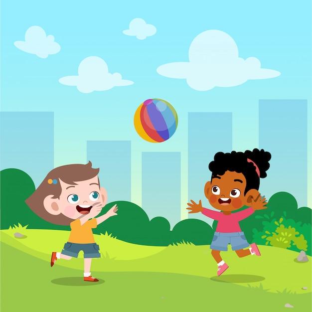 Kinderen spelen bal in de tuin vectorillustratie Premium Vector