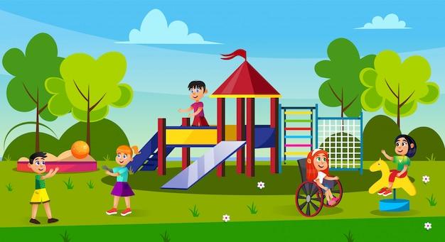 Kinderen spelen op speelplaats in park, jeugd. Premium Vector