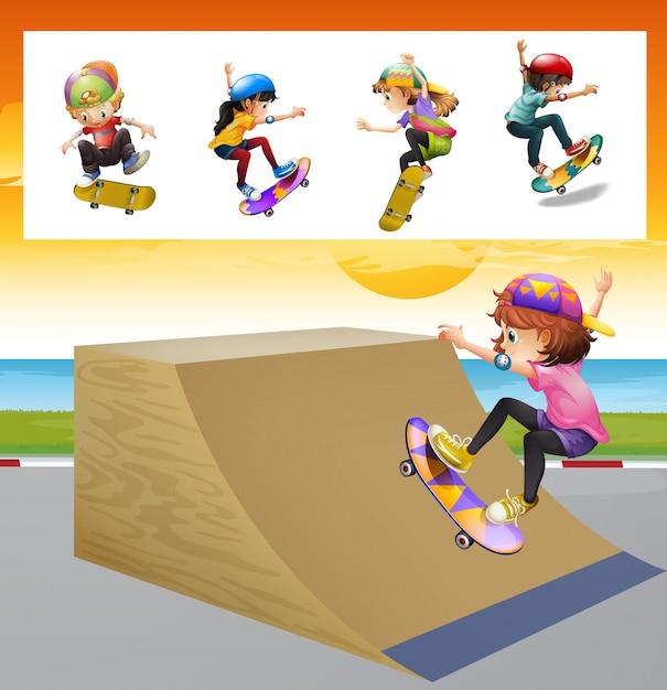 Kinderen spelen skateboard op de helling illustratie Gratis Vector