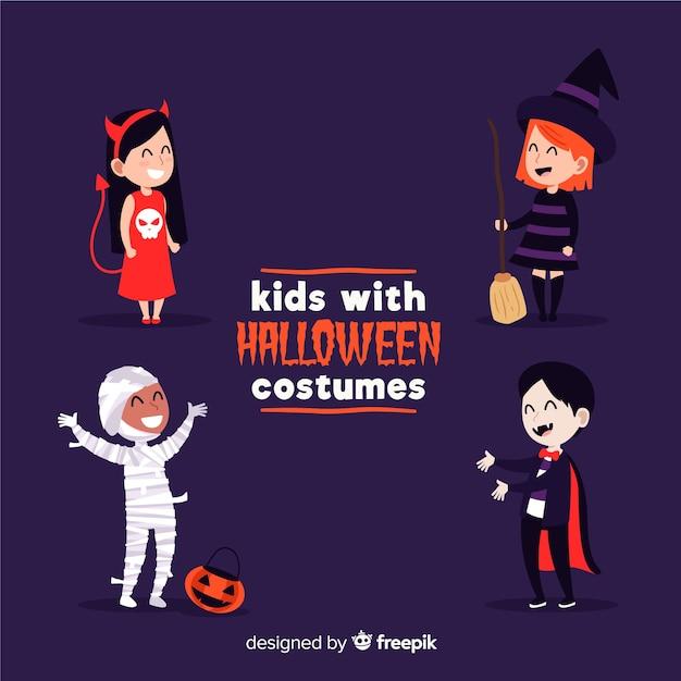 Kinderen verkleed als monsters voor halloween op paarse achtergrond Gratis Vector