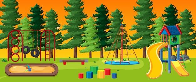 Kinderspeelplaats in het park met rode en gele lichte lucht en veel dennen cartoon-stijl Gratis Vector
