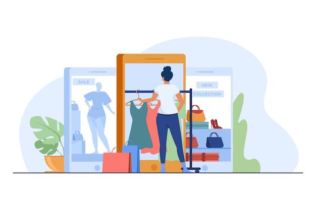 Klant koopt doek op internetwinkel. vrouwen die gadget gebruiken voor online winkelen platte vectorillustratie. e-commerce, verkoop, retailconcept Gratis Vector