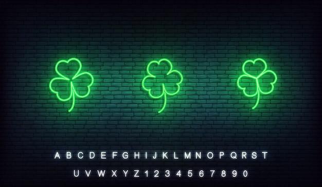 Klaver neon saint patrick day pictogrammen. set van groene ierse klaver pictogrammen voor saint patrick's day Premium Vector