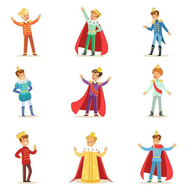 Kleine jongens in prins kostuum met kroon en mantel set van schattige kinderen gekleed als royals illustraties Premium Vector