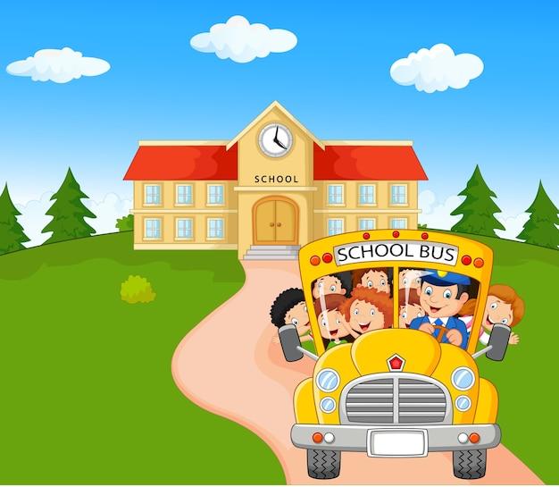 Kleine kinderen gaan naar huis Premium Vector