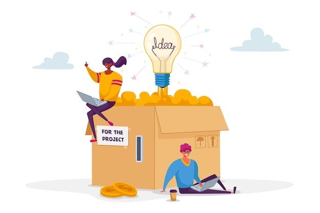 Kleine mannelijke en vrouwelijke personages zitten aan enorme kartonnen doos met muntsleuf en gloeilamp Premium Vector