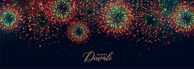 Kleurrijk festivalvuurwerk in hemel voor diwaliseizoen Gratis Vector