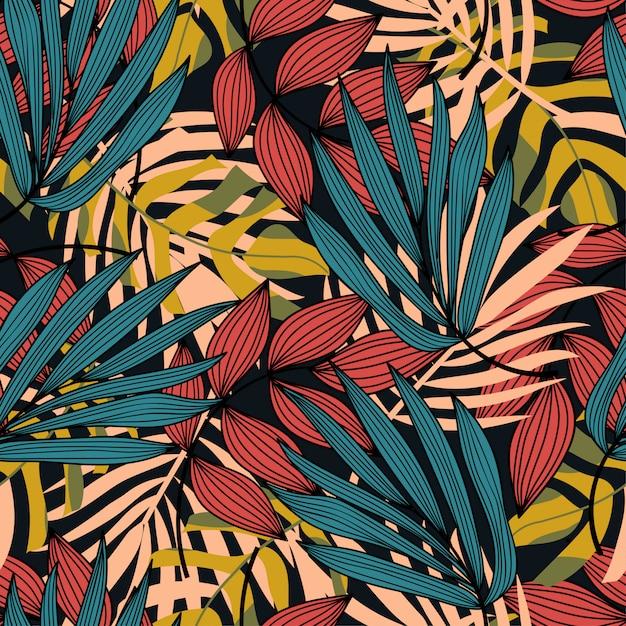 Kleurrijk naadloos patroon met kleurrijke tropische planten en bladeren Premium Vector