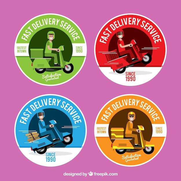 Kleurrijke afleveringsetiketten met scooter Gratis Vector