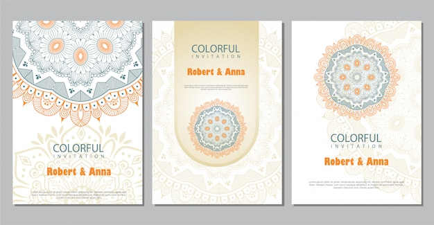 Kleurrijke mandala bruiloft uitnodiging sjabloon. Premium Vector