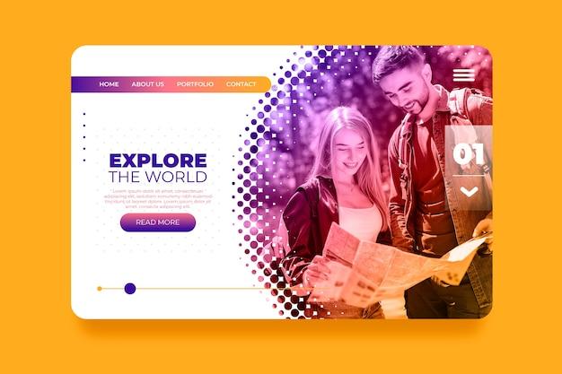 Kleurrijke reislandingspagina met foto Gratis Vector