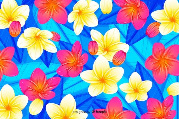 Kleurrijke tropische bloemen en bladerenachtergrond Gratis Vector