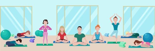 Kleurrijke yoga klasse platte banner met mensen op matten in verschillende poses in de sportschool Gratis Vector