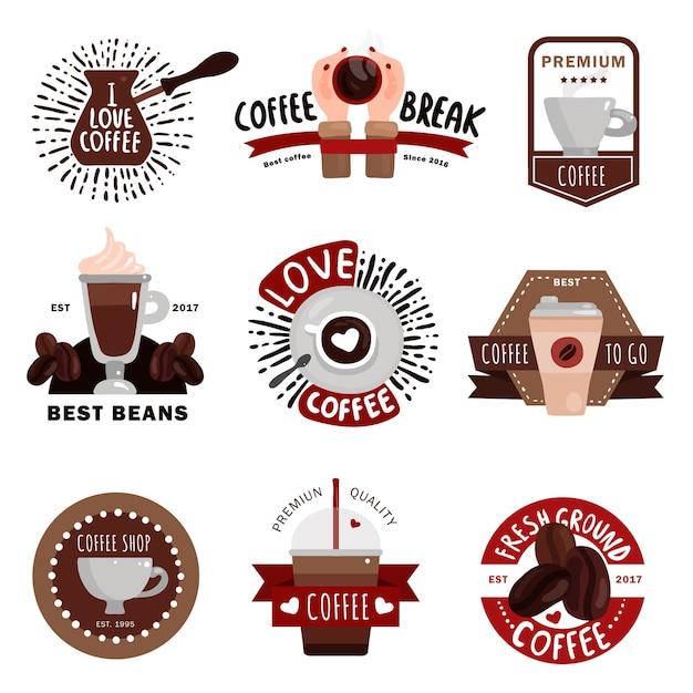 Koffieproductie plat gekleurde emblemen badges en labels voor coffeeshop café en restaurant ontwerp geïsoleerd Gratis Vector
