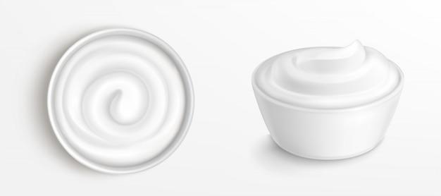Kom met saus, crème top en vooraanzicht illustraties Gratis Vector