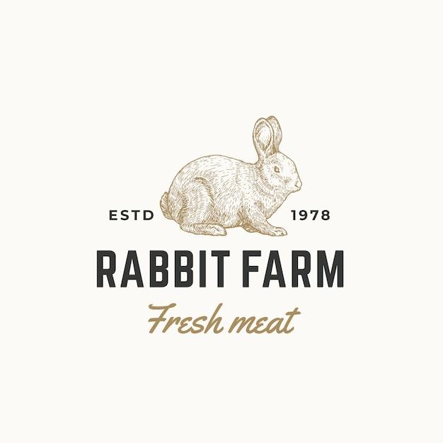 Konijnenboerderij vers vlees abstract teken, symbool of logo sjabloon. hand getrokken gravure konijn sillhouette schets met retro typografie. vintage embleem. Premium Vector
