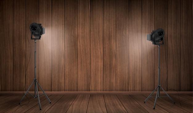 Leeg binnenland van houten studio met lampen Gratis Vector