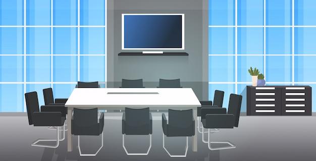 Leeg geen mensen coworking center vergaderruimte met ronde tafel omgeven door stoelen modern kantoor interieur Premium Vector