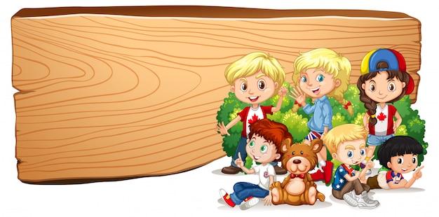 Leeg tekensjabloon met kinderen en teddybeer Gratis Vector