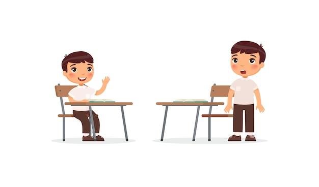 Leerlingen op lessenset. school jongen verhogen hand in klas voor antwoord, verwarde leerling denken taak oplossing stripfiguren. onderwijsproces basisschool Gratis Vector