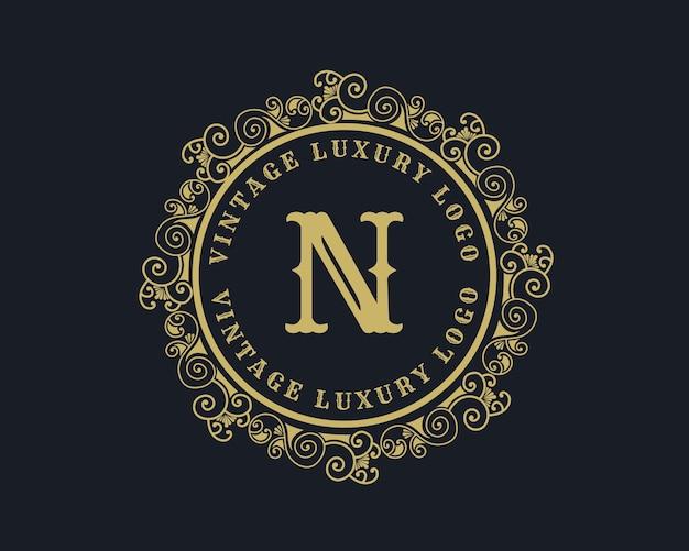 Letter n antiek retro luxe victoriaans kalligrafisch logo Premium Vector
