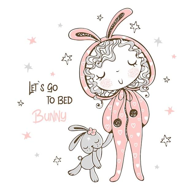 Leuk meisje in pyjama in de vorm van een konijn gaat slapen met speelgoed. Premium Vector