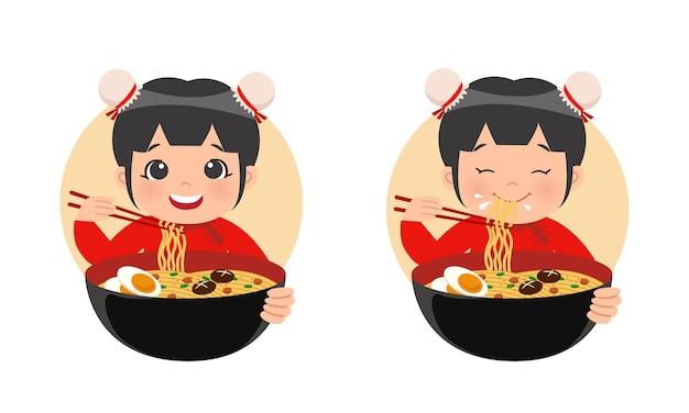 Leuk meisje in traditionele chinese kledij eet noodle ramen Premium Vector