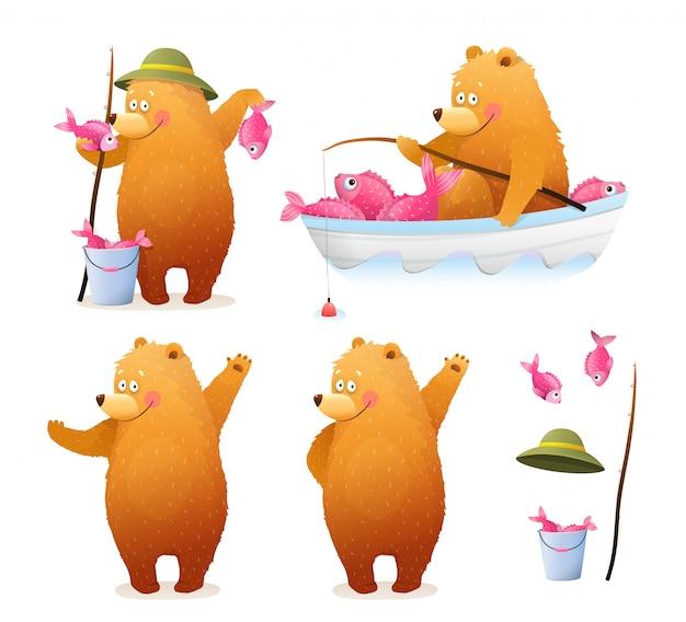 Leuke berenvisser met emmer vis en hengel zittend in de boot, en staand met vangst. schattige baby cub beer aquarel stijl cartoon voor kinderen. clipart illustratie collectie. Premium Vector