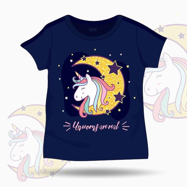 Leuke eenhoornillustratie op t-shirtjonge geitjesmalplaatje Premium Vector