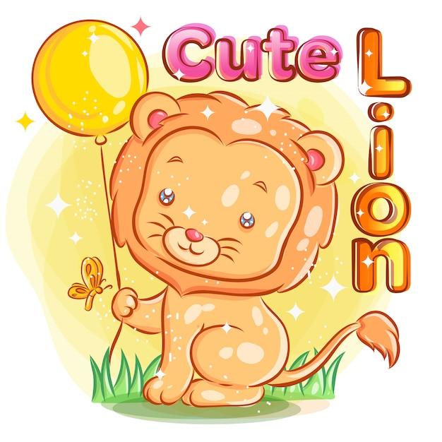 Leuke leeuw houdt een gele ballon met vlinder vast. kleurrijke cartoon illustratie. Premium Vector