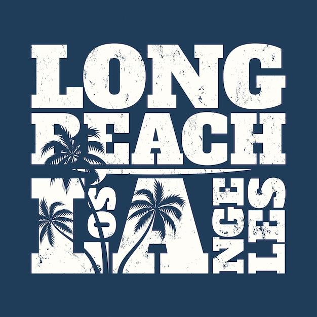 Long beach tee print met surfboard en palmen. Premium Vector