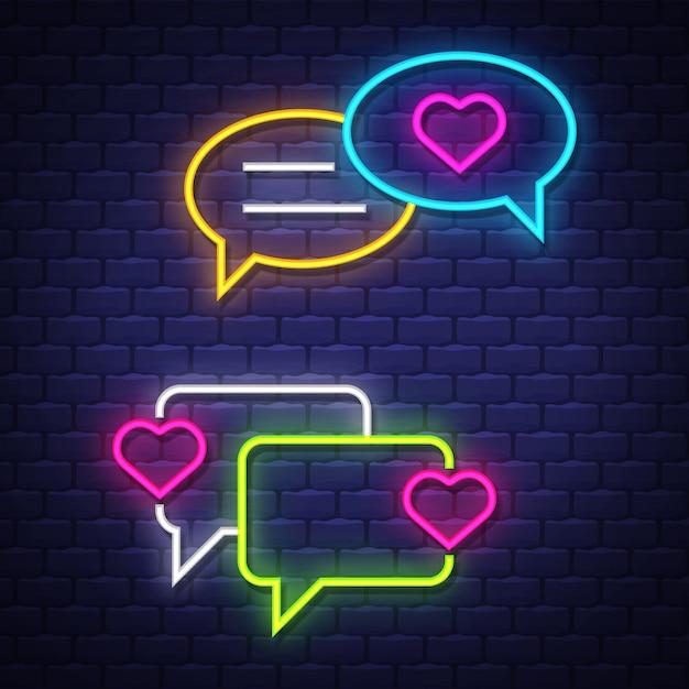 Love talk bubble neon ondertekent collectie. love chat ballonnen tekenen. neonreclames. Premium Vector