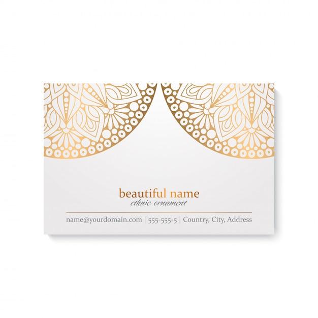 Luxe visitekaartje sjabloon met etnische stijl, witte en gouden kleur Gratis Vector
