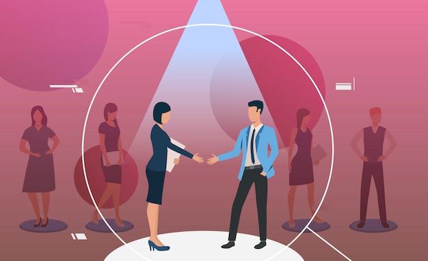 Man en vrouw staan in de schijnwerpers en handshaking Gratis Vector