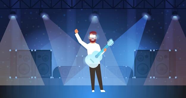 Man muziek gitarist dragen digitale bril virtual reality gitaar spelen op het podium lichteffecten disco dance studio vr visie headset innovatieconcept vlak horizontaal Premium Vector