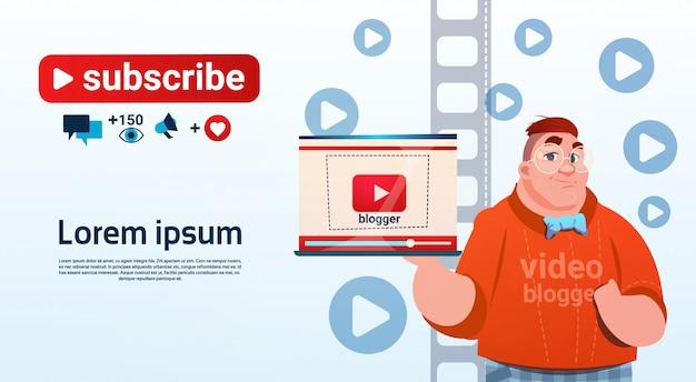Man video blogger online stream bloggen abonneren concept Premium Vector