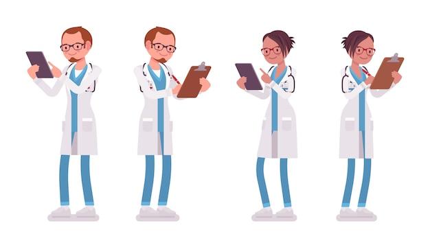 Mannelijke en vrouwelijke arts staan. man en vrouw in het ziekenhuis uniform met klembord en tablet. geneeskunde en gezondheidszorg concept. stijl cartoon illustratie op witte achtergrond Premium Vector