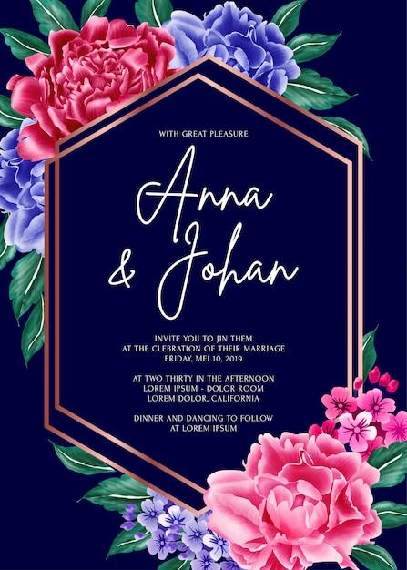 Marineblauwe achtergrond pioenroos bloem bruiloft uitnodigingskaart. Premium Vector