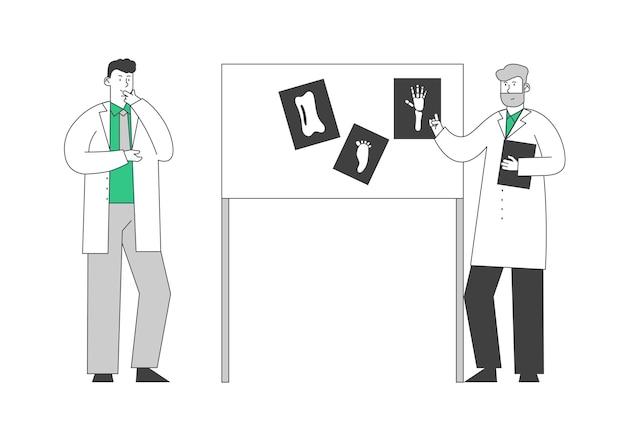 Medisch specialisten concilium. professionele artsen overlegvergadering in ziekenhuis kamer sessie staan op laboratoriumapparatuur bord met afbeeldingen van xray Premium Vector