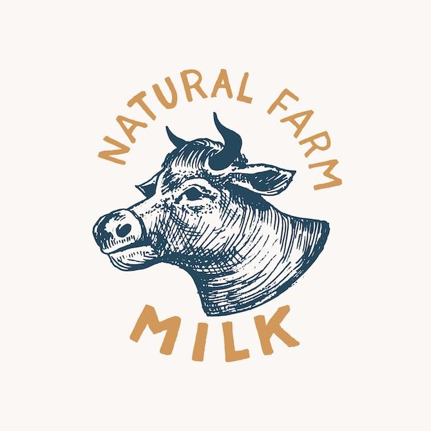 Melk label. vintage koe-logo voor winkel. vee badge voor t-shirts. hand getrokken graveren schets. Premium Vector