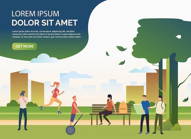 Mensen die sporten doen en in stadspark ontspannen met steekproeftekst Gratis Vector