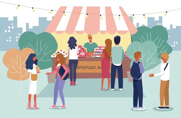 Mensen die zelfgemaakte producten kopen op de openluchtmarkt Premium Vector